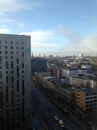 Novotel Suites Hamburg City hotel: Looking out from the 16th Floor @ Suites Novotel Hamburg