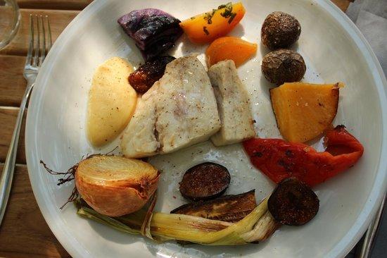 Le Rocher: poisson, légumes  et figues à la plancha