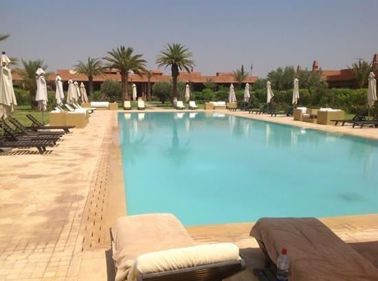 Domaine des Remparts Hotel & Spa : piscine du domaine