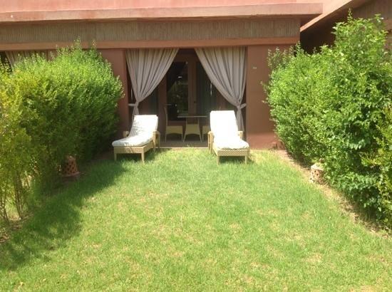Domaine des Remparts Hotel & Spa : jardin privé de notre chambre