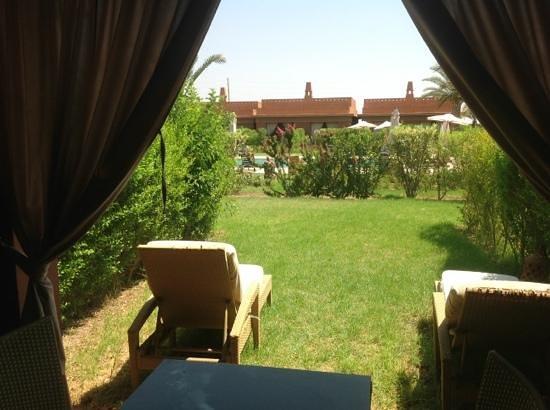 Domaine des Remparts Hotel & Spa : vue de notre terrasse sur la piscine
