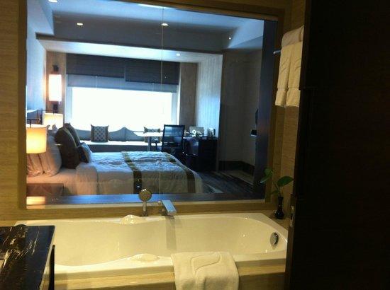 Gran Melia Jakarta: nice bathroom