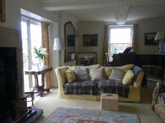 Old Nursery House B&B : The sitting room with a baby old grand piano