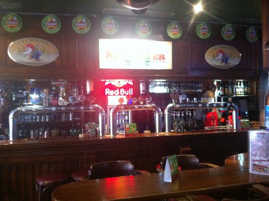 Spey River Bar Brasserie: 17 bières pression!!