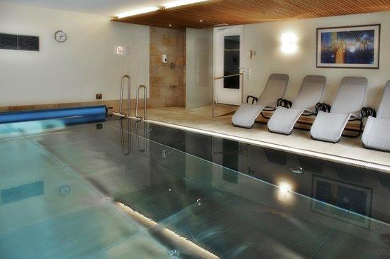 Hallenbad mit gegenstromanlage bild von aparthotel for Appart hotel 86