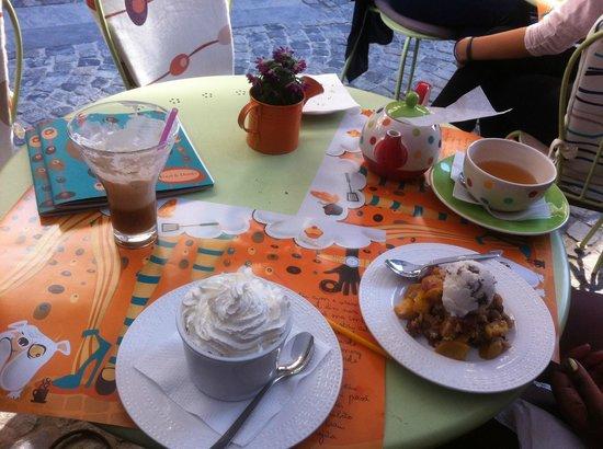 Simbio: Spiced pears, pots au chocolat, irish coffee, tea