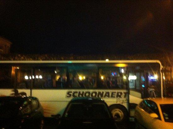 Spey River Bar Brasserie: Bus au départ du Spey river vers discotheque