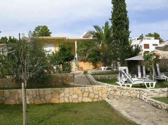 Villa Nela : Blick vom Gartentor