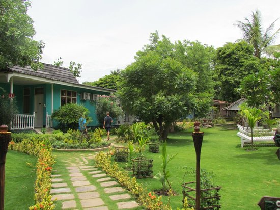 Thante Hotel Nyaung Oo: nice and well maintained garden