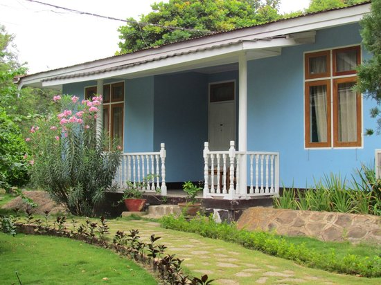 Thante Hotel Nyaung Oo: our triple bungalow in a nice garden