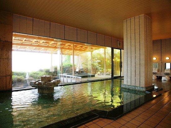 Wajima Yashio: 原則として、朝夕男女入れ替え制でご利用いただいている大浴場の一例。