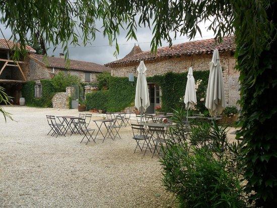 Le Caillau : Courtyard