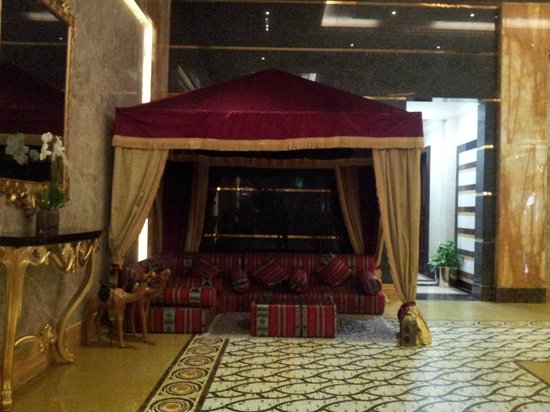 Grand Excelsior Hotel Al Barsha: Lobby