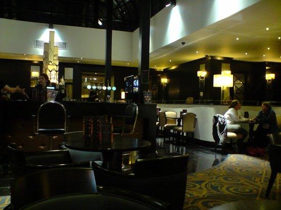President Hotel: Bar relaxing area