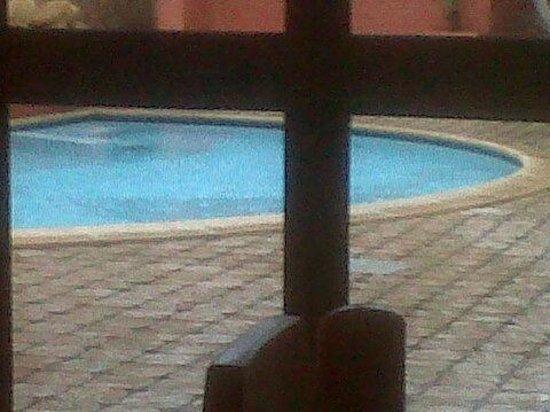 El Mosaico del Sol: piscina di giorno