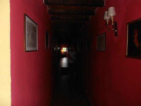 Fattoria Montalbano: Corridoio alle camere dei Trebbiali