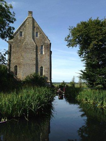 Chateau de Monfreville : dipping pond
