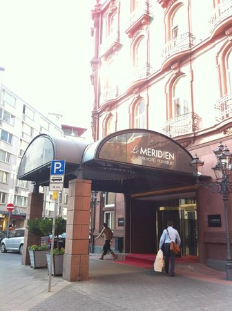 Le Meridien Parkhotel Frankfurt: Центральный вход