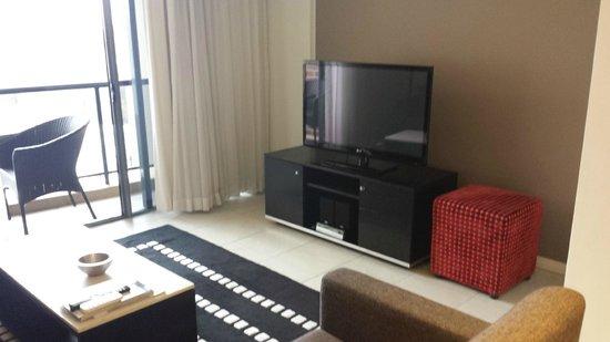 Meriton Serviced Apartments George Street, Parramatta: loungeroom