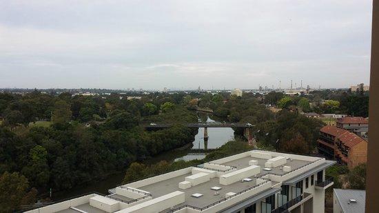 Meriton Serviced Apartments George Street, Parramatta: Morning view