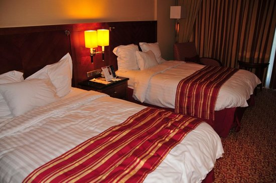 Amsterdam Marriott Hotel: The queen size beds