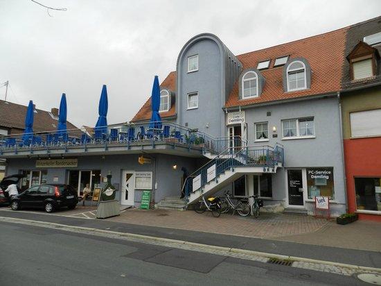 Hotel-Cafe Demling: Voorzijde Hotel.
