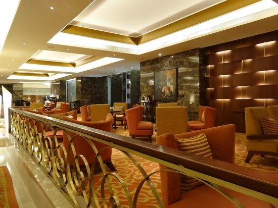 Taj Coromandel Chennai: Tea lounge in lobby level