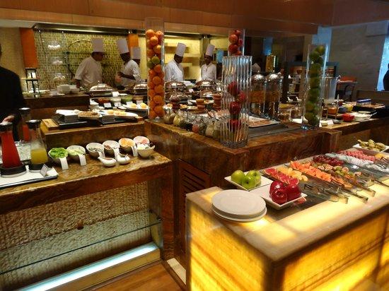 Taj Coromandel Chennai: Breakfast layout another view