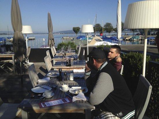 Hotel Marina Lachen: Breakfast al fresco