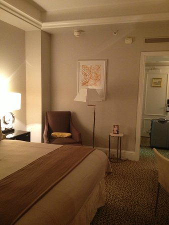 Omni Berkshire Place: Bedroom