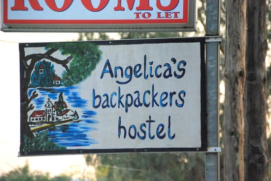 Angelicas Backpackers Hostel: Sign