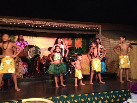 The Tiki Resort: Polynesian show