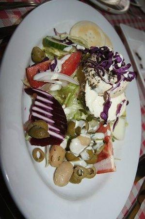 Ta' Kolina : Salad with local cheese.