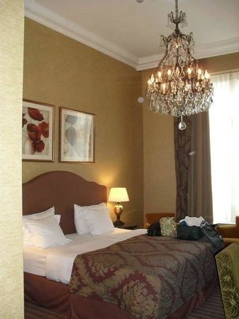 Grand Hotel Casselbergh Bruges: Executive suite in the old section of the hotel.