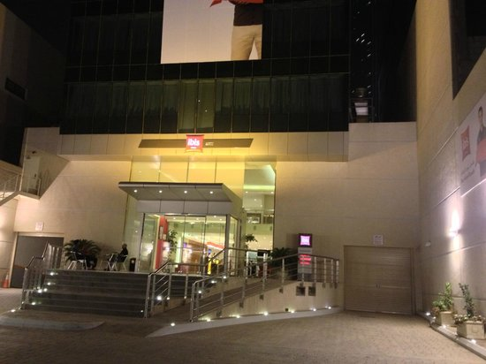 Ibis Riyadh Olaya Street : Look from outside of hotel