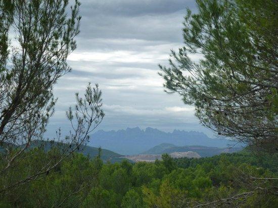 La Garriga de Castelladral: Al fondo vistas de las montañas de Montserrat