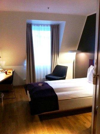 Thon Hotel Maritim: Single Room on 6th Floor