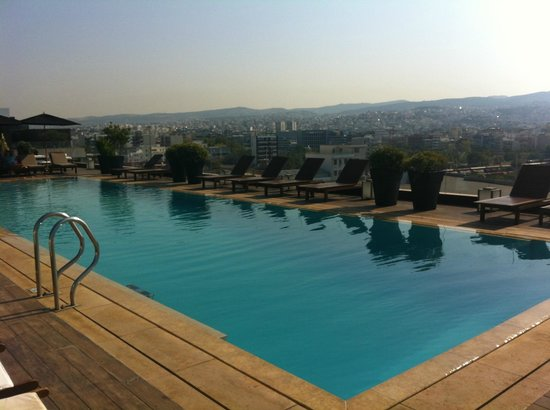 The Met Hotel: pool on the roof of the hotel