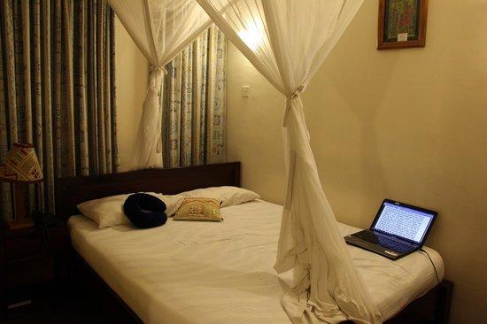 Kenya Comfort Hotel: Bed