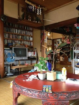 The Otarunai Backpackers' Hostel Morinoki: のんびりできるリビングです!