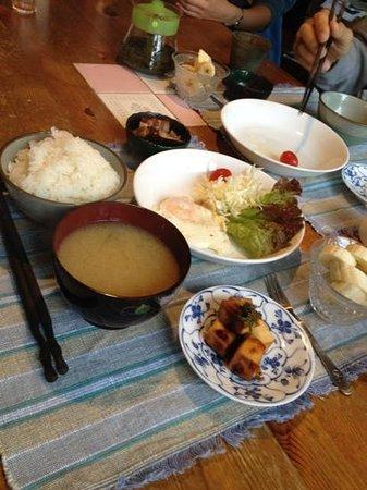 The Otarunai Backpackers' Hostel Morinoki: 賄いの朝ごはんとっても美味しかった!野菜もこだわっている様です!