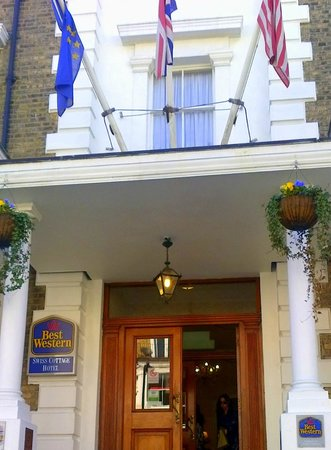 BEST WESTERN Swiss Cottage Hotel: Entrata dell'Hotel