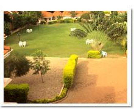 Landmark View Hotel : gardens