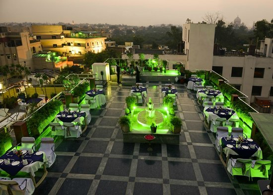Hotel Taj Resorts: ROOFTOP RESTAURANT