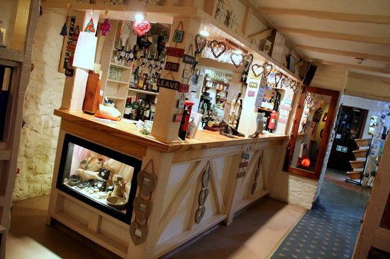 The Georges Restaurant & Cafe Bar: The intimate bar serving area