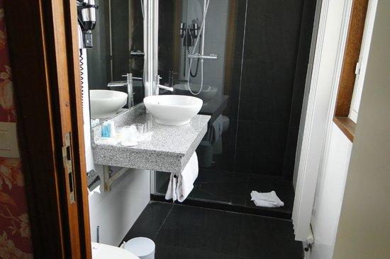 Hotel Royal Saint Germain : Baño nuevo y luminoso
