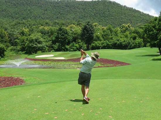 Alpine Golf Resort - Chiangmai: Tee Off to the Par 3 #16 Green surrounded by water