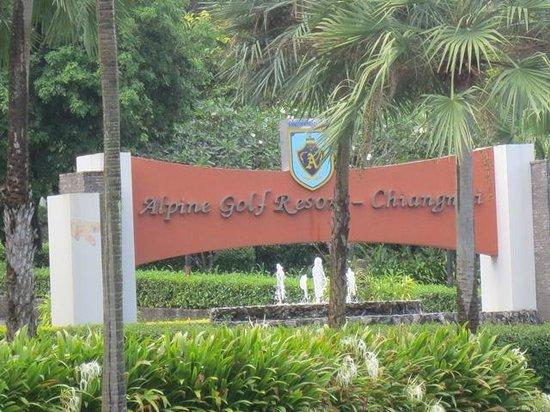 Alpine Golf Resort - Chiangmai: Signage of the Resort