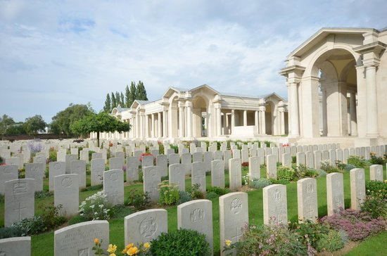 Faubourg-d'Amiens Cemetery : Cemetry and Memorial, Arras