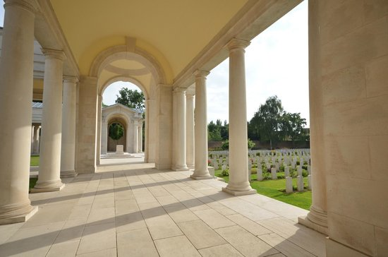 Faubourg-d'Amiens Cemetery: Memorial
